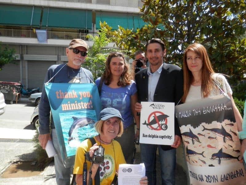 Ελευθερία στα Δελφίνια των Ωκεανών – Υπόσχεση του Υπουργού για Κατάργηση της Αιχμαλωσίας των Δελφινιών στην Ελλάδα